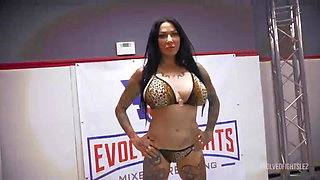 Hot Lesbian Wrestling as Jenevieve Hexxx Fucks Up Kyra Rose