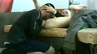 Muslim hijab girl makes a sextape with her man on the sofa