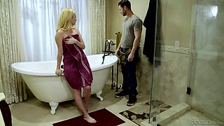 Blondie Aaliyah Love enjoys making love after taking a bath