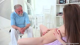Pretty slut gets her cunt licked by a bearded ol man
