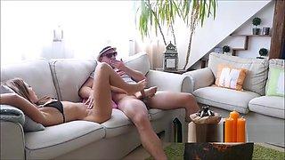 Sexy Milf mit Nylons verwohnt Urlauber mit Ihren geilen Fussen