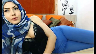 Superb chick in hijab proudly shows off her cameltoe