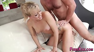 gorgeous babe squirting