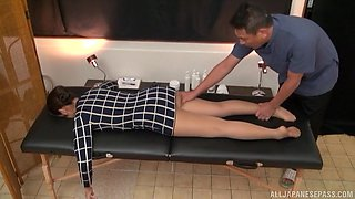 Gorgeous Asian girl gets her wet pussy massaged by a stranger