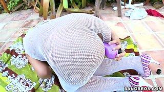 Hot ass Ana in fishnet fingers her twat outdoor