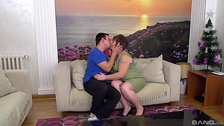 Chubby MILF Sandra has fun with a delicious cock on the couch