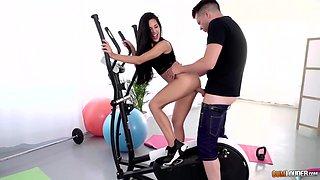 Fitness babe Apolonia Lapiedra is fucked on elliptical machine