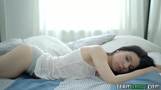 Unforgettable morning sex with sweet looking teen Evelyn
