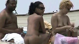 Candid beach camera filmed a horny nudist