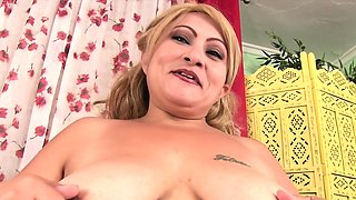 Horny blonde milf gets naked and show her tits and rub her
