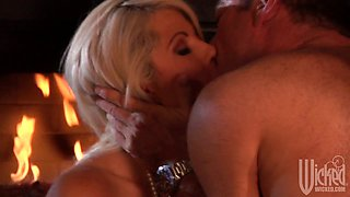 Graceful blonde with tiny nipples Brooke Haven gives romantic blowjob