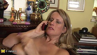 Horny Housewife Playing With Her Pussy - MatureNL
