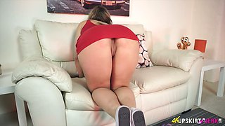Palatable upskirt pussy of sex-appeal milf Beth
