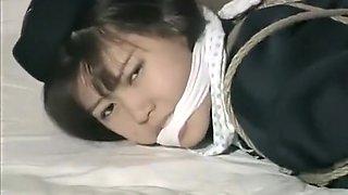 日本的女孩接受捆绑