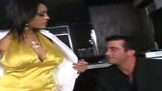 Indian rich woman likes to fuck her new colleagues.
