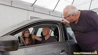 Blonde babe Kayla Paris starts sucking cock in a car