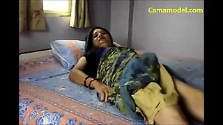 Hot desi aunty fingering pussy on webcam for pleasure
