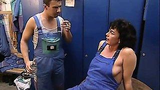 Milf urgent urination,finally unbearable- 2 On HDMilfCam,com