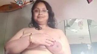 Big boobs aunty on cam