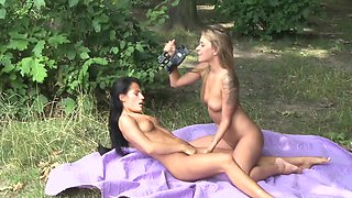 Girlfriends Exhibitionist lesbians outdoor sex