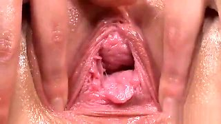 Natural Teenie Is Gaping Spread Cunt In Close Up And Having