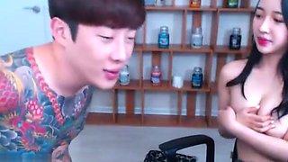 Korean girlfriend has fun with her man