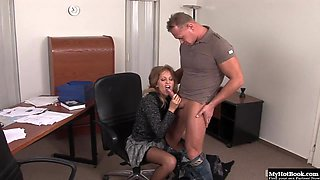 Lauryn May secudes her boss for anal