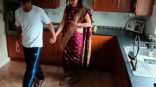 Red Saree Aunty (2019) Exclusive UNRATED 720p Originals Hind