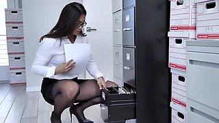deux secrétaires baisées en collants noirs