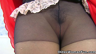 UK milf Silky Thighs Lou works with her hard nipples and pink cunt