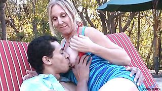 Bigtit mature mom gets her enormous nipples suckled by the