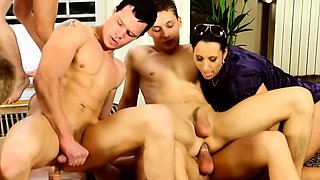 Playgirl likes having 2 guys to grant her complete sex