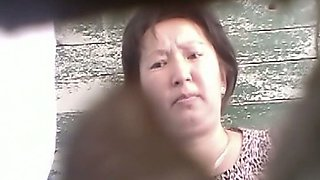 Mature Chinese woman got her pussy spied and filmed on cam