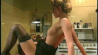 Handsome guy decides to give the experienced babe a kitchen banging