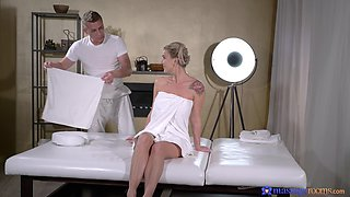 Masseur gets his pussy fix with sexy client Elen Million