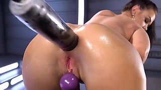 Solo babe anal fisting and anal fucking machine