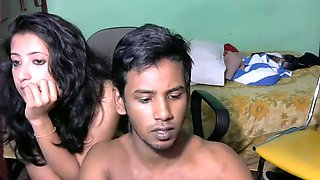 Horny Srilankan amateur couple poses nude and fucks in missionary pose