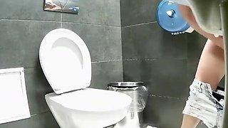Girl spied in modern public toilet pissing