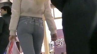 Hidden street camera peek at a sexy ass in slim jeans