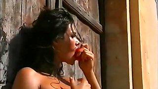 Manuela Arcuri - Backstage