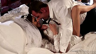 Kinky groom performed steamy tongue job to gorgeous busty bride