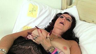 My favorite videos of British granny Zadi