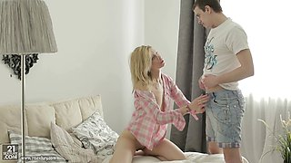 Beautiful blonde senorita lifts up her legs for the incoming pecker