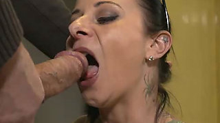 Amazing black head Bonny Devil hesitate for a minute before giving a blowjob