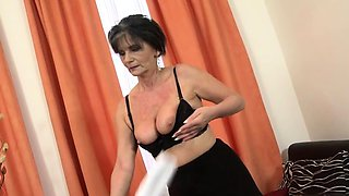 Brunette milf sex with cumshot
