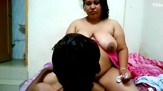 Chubby Bhabhi Seducing Men