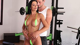 Tanned Romanian babe Shalina Devine hooks up with her fitness instructor