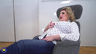 Mature blonde BBW Irina gets pussy pounded hard in an office