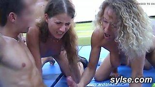 Tennis partouze et gangbang au lycee