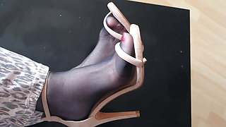 mom stinky feet in strappy sandals